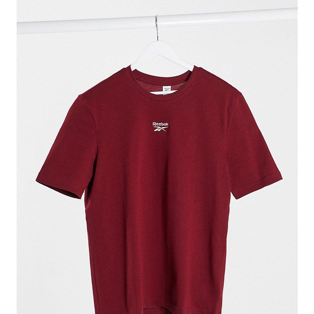 T-shirt coupe masculine avec logo au centre - Bordeaux - Exclusivité ASOS - Reebok - Modalova