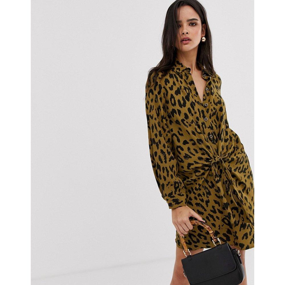 Robe chemise torsadée sur le devant à imprimé léopard - River Island - Modalova