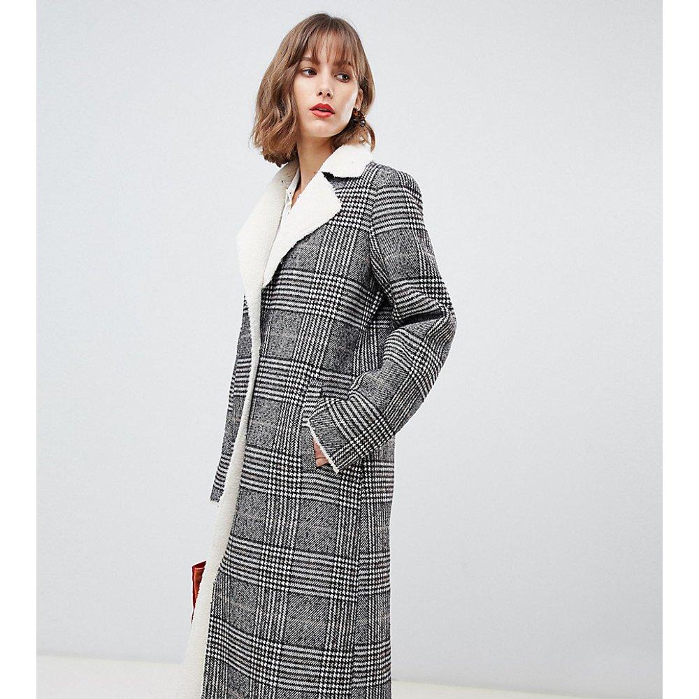 Manteau long en imitation peau de mouton contrastée à carreaux - Stradivarius - Modalova