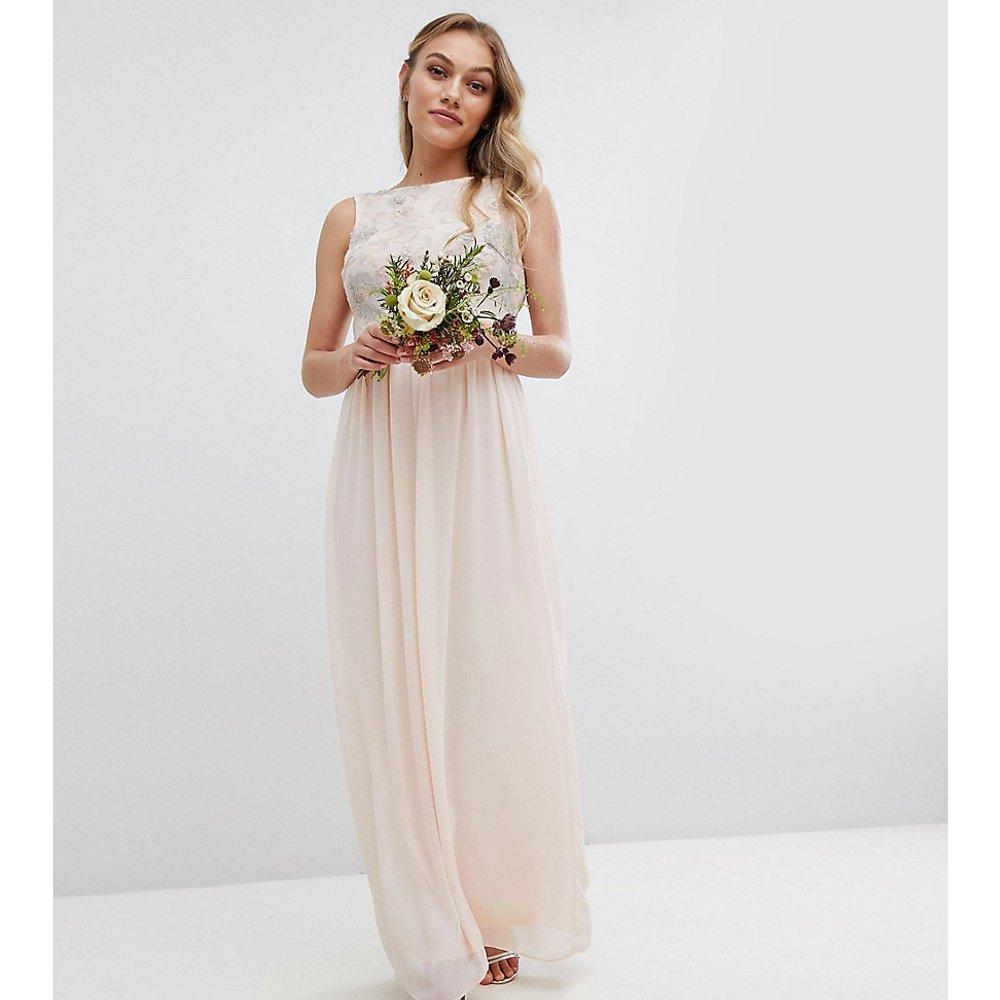 Robe longue de demoiselle d'honneur avec haut doux à fleurs en sequins - TFNC Petite - Modalova