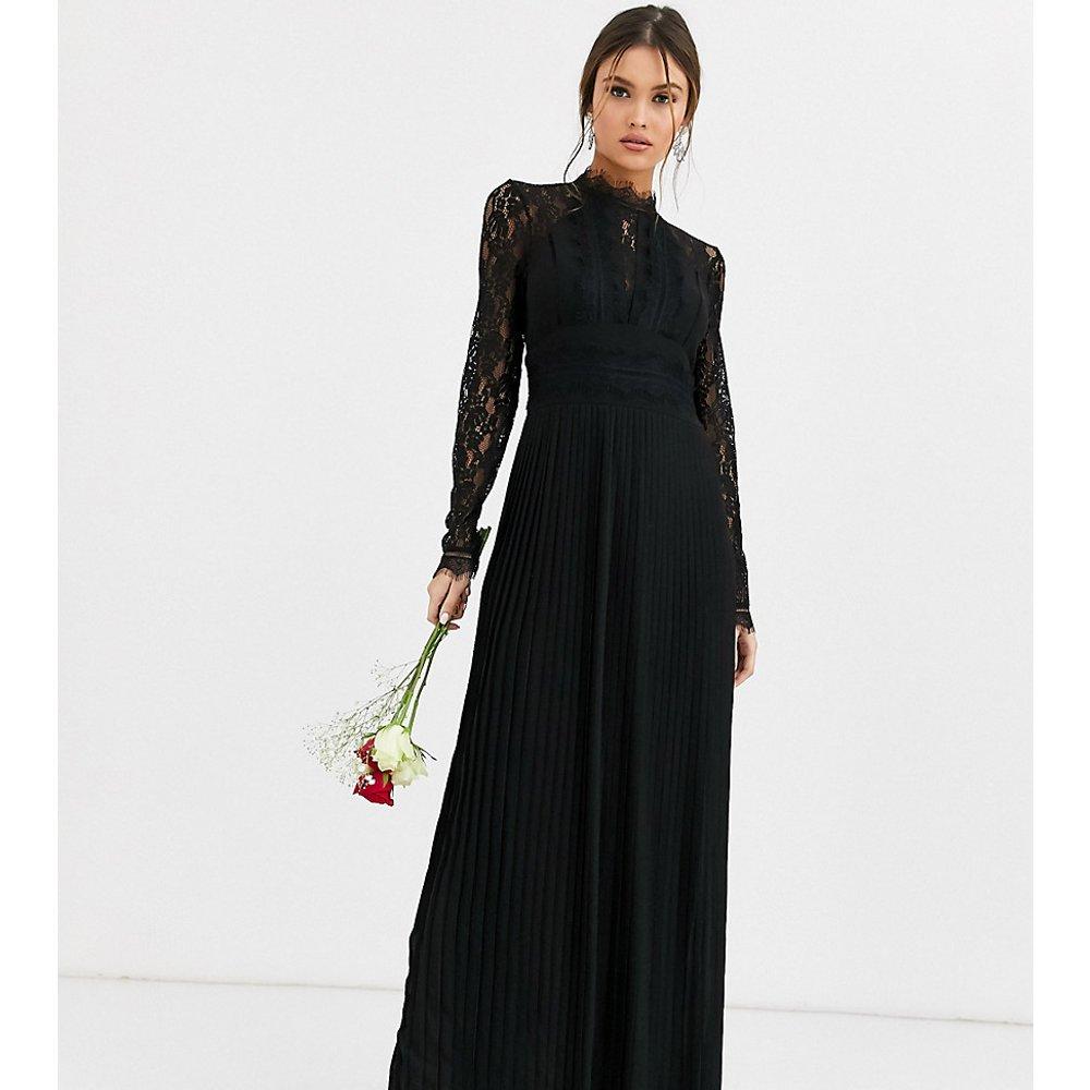 Robe longue plissée à manches longues et col montant avec empiècements en dentelle pour demoiselle d'honneur - TFNC - Modalova