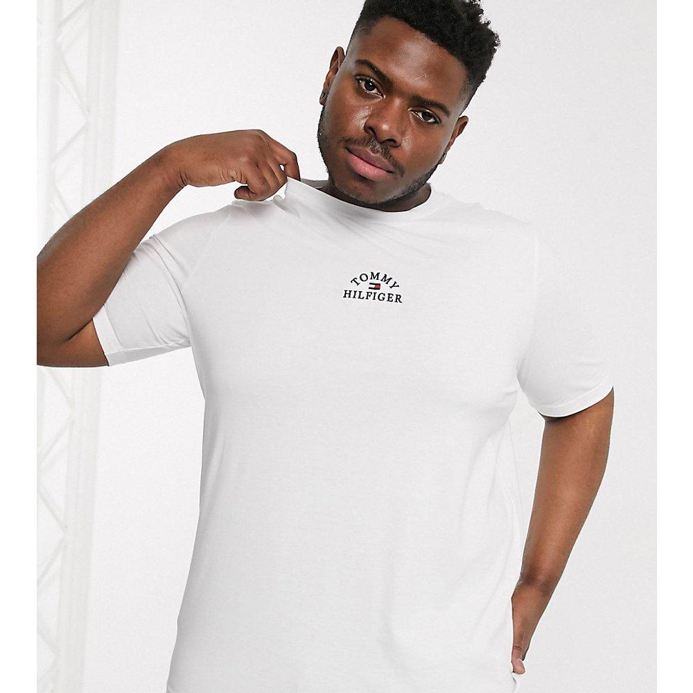 Big & Tall - T-shirt à logo arqué sur le devant - Tommy Hilfiger - Modalova