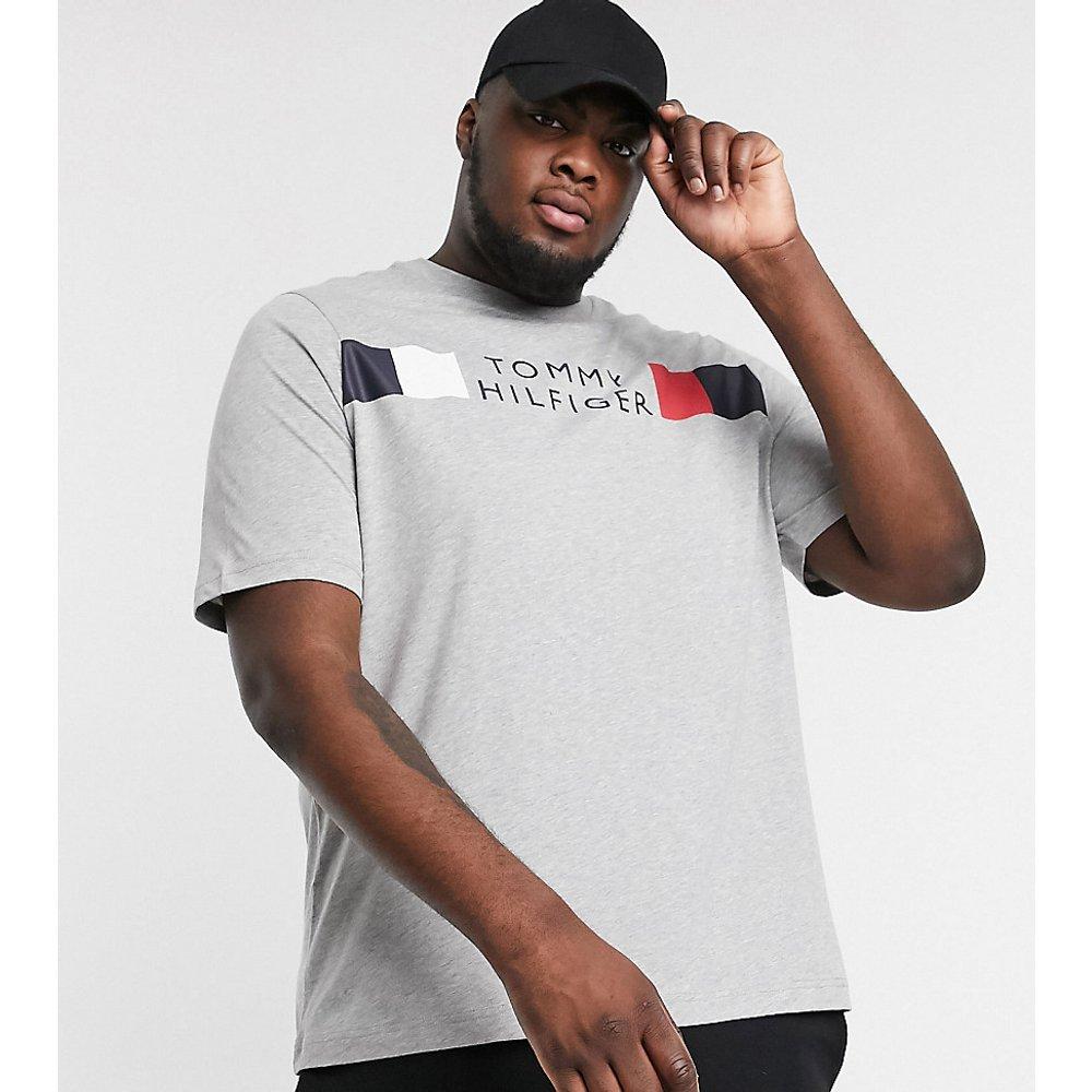 Big & Tall - T-shirt avec logo rayé emblématique sur le devant - chiné moyen - Tommy Hilfiger - Modalova