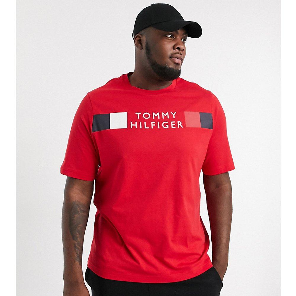 Big & Tall - T-shirt avec logo rayé emblématique sur le devant - primaire - Tommy Hilfiger - Modalova