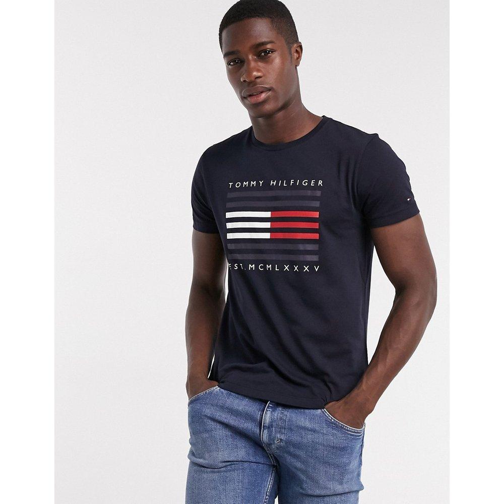T-shirt à logo drapeau - Bleu marine - Tommy Hilfiger - Modalova