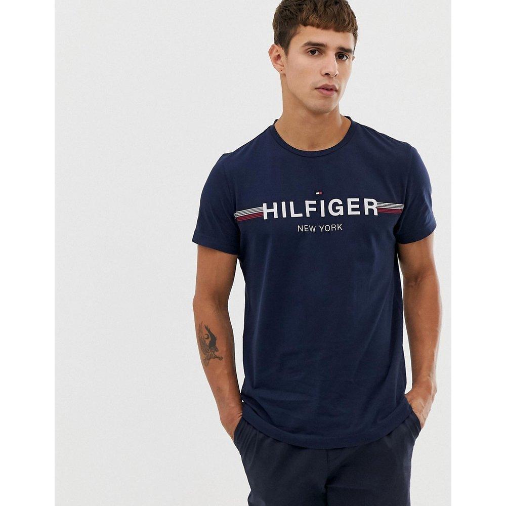 T-shirt à logo sur la poitrine à rayures - Bleu marine - Tommy Hilfiger - Modalova