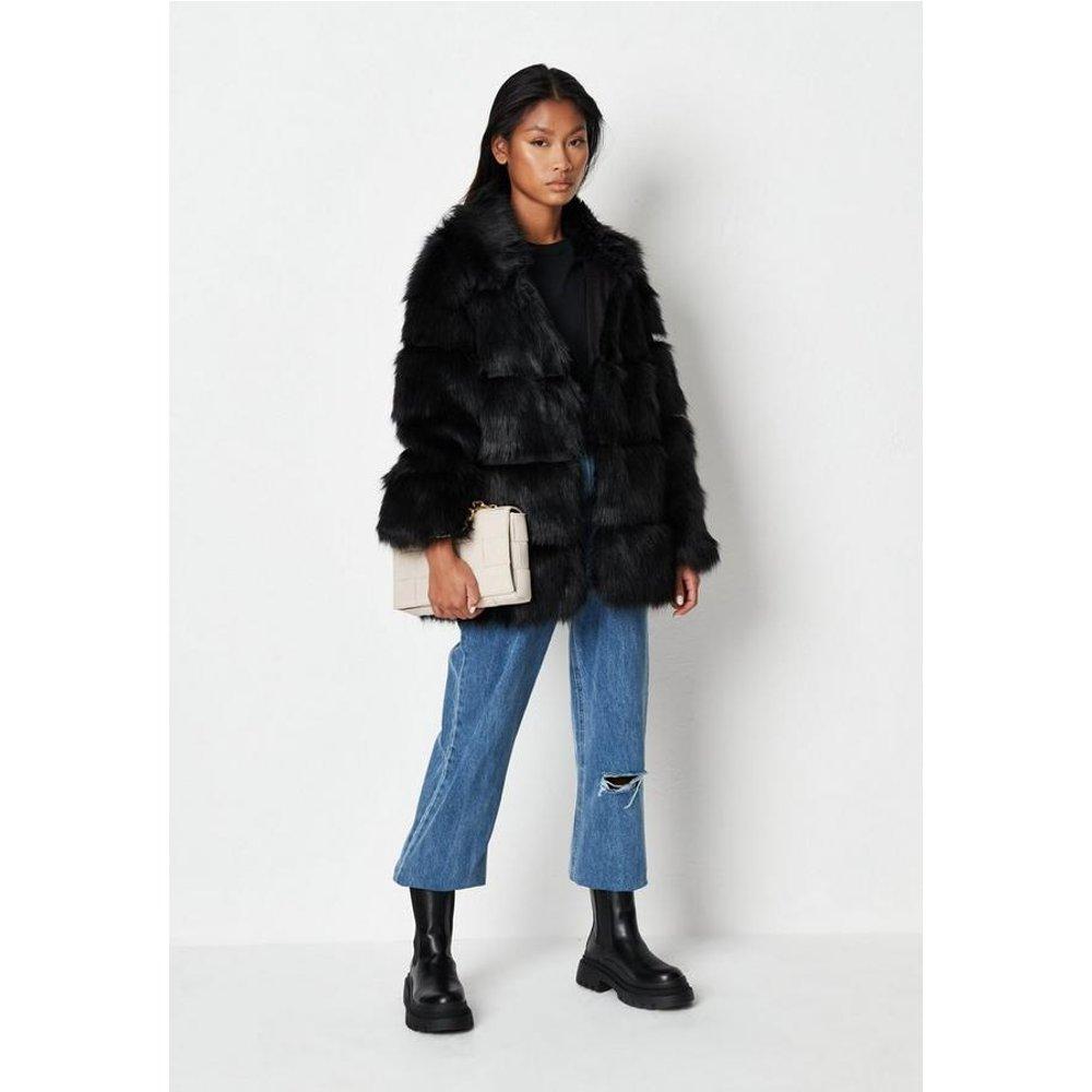 Manteau en fausse fourrure plissé à col montant - Missguided - Modalova