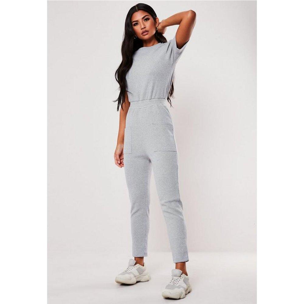 Combinaison clair en jersey côtelée avec poches petite - Missguided - Modalova