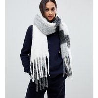 Accessorize Monument Fluffy Check Blanket Scarf - White Grey