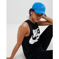Gorra azul con logo insignia de metal H86 de Nike