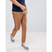 Pantalones capri de corte slim en camel con ribetes laterales en negro de ASOS DESIGN