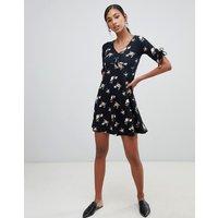 Brave Soul Benna Tea Dress In Ditsy Floral - Black Floral