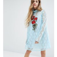 Reclaimed VintageReclaimed Vintage X Romeo And Juliet Lace Dress With Patch - Blue