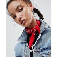 Pañuelo/pañuelo para la cabeza con estampado de bandana de cachemir de ASOS