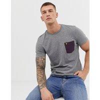 Lyle & Scott contrast pocket logo t-shirt in mid grey marl - Grey