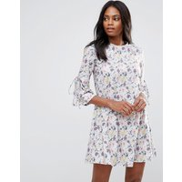 QED LondonQED London Floral Shift Dress With Fluted Sleeve - Multi