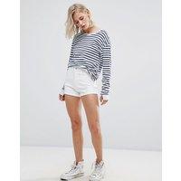 Pull&BearPull&Bear High Waisted Denim Shorts - White
