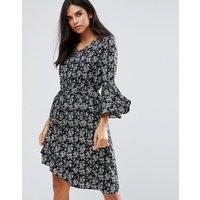 Yumi Flare Sleeve Dress In Floral Print - Black