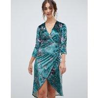 Hope & Ivy long sleeve wrap front velvet midi dress in bird print - Green print