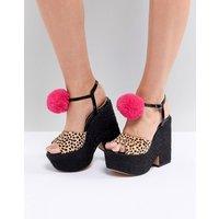 Zapatos de cuña altos con pompones y mezcla de cuero TRIXIE de ASOS