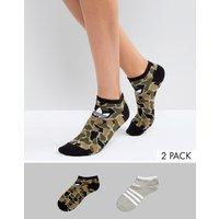 Pack de 2 pares de calcetines con estampado de camuflaje y gris de adidas Originals