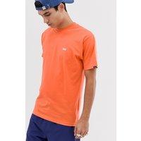 Camiseta naranja con logo pequeño de Vans