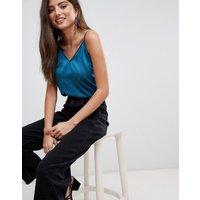 Top estilo camisola de satén de Fashion Union
