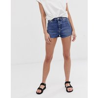 Pantalones cortos vaqueros en azul vintage con bajos sin rematar de ASOS DESIGN