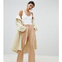 Pantalones de pernera ancha en camel con diseño anudado en la cintura de Na-kd