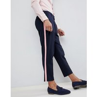 Pantalones tapered de vestir en azul marino con raya lateral con volante rosa de ASOS DESIGN