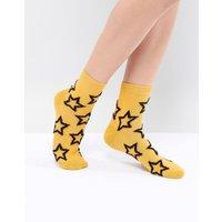 Calcetines en color mostaza con estrella esponjosa de ASOS DESIGN