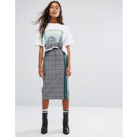 STYLENANDA Pencil Skirt With Sporty Stripe In Check - Grey