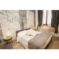 Two Night Stay With A Bottle Of Wine At Villa Ambra For Two Picture