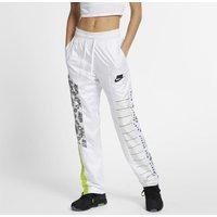 Trek alle aandacht in de nike sportswear nsw trainingsbroek, een oldskool hardloopstijl die overal opvalt. ...