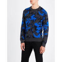 Camouflage-patterned knitted jumper