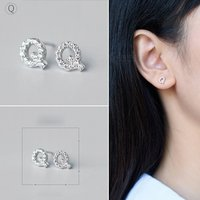 creative-spelling-english-alphabet-q-stud-earring-for-women-silver
