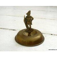 Vtg ROBIN Hood decor or ASHTRAY statue Robin Hood figurine ashtray vintage robin for smoking people smokers souvenir metal robinhood H05/366 - Smoking Gifts