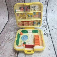 Polly Pocket  Midges Play School compact - Polly Pocket Gifts