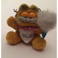 Garfield plush teddy cleaner i dont do windows slogan feather duster cat 1978 made in korea - Garfield Gifts