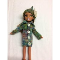 Knee length sweater and hat with flower for 10inch Bratz type doll. OOAK hnd knitted green multi coat and quirky hat for skinny doll. - Bratz Gifts