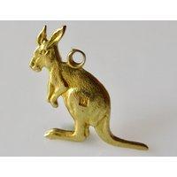 Vintage 18ct Gold Kangaroo Charm or Pendant - Kangaroo Gifts