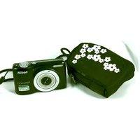 Nikon COOLPIX L25  10.1 Mega Pixel compact camera with case. Black