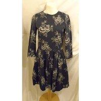 Image of GAP NAVY/WHITE FLORAL DRESS SIZE 6 Gap - Size: 6 - Blue - Cocktail dress