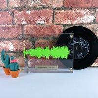 Personalised Floating Crystal 3D Soundwave Keepsake - Keepsake Gifts