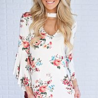 Springtime New Fashionable V-neck Flare-sleeve Floral Top For women