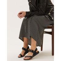 Leather Toe Loop Sandals black