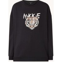 NIKKIE Tiger sweater met logoprint