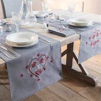 Pour la Table. Fond gris, broderies contrastées placées et finitions jour échelle 100% polyester Lavage à 30°