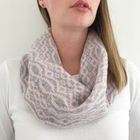 Ladies Dusty Pink Knitted Lambswool Snood, Pink