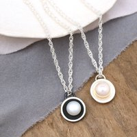Dainty Pearl Necklace. Bridesmaid Pendant